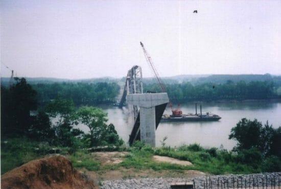 Bridge_under_construction_collapses_1995a-125-700-500-80