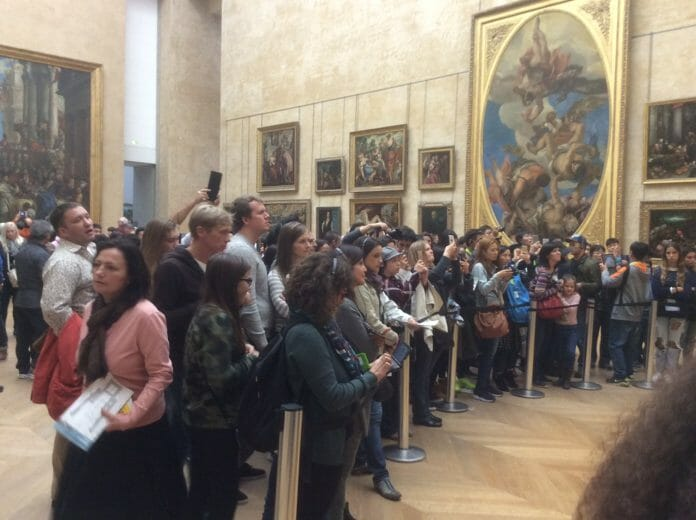 A crowd gathers at Louvre to see Mona Lisa